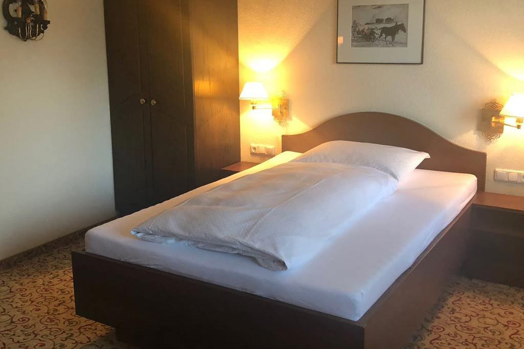einzelzimmer-im-hotel-flexen-in-zuers-am-arlberg