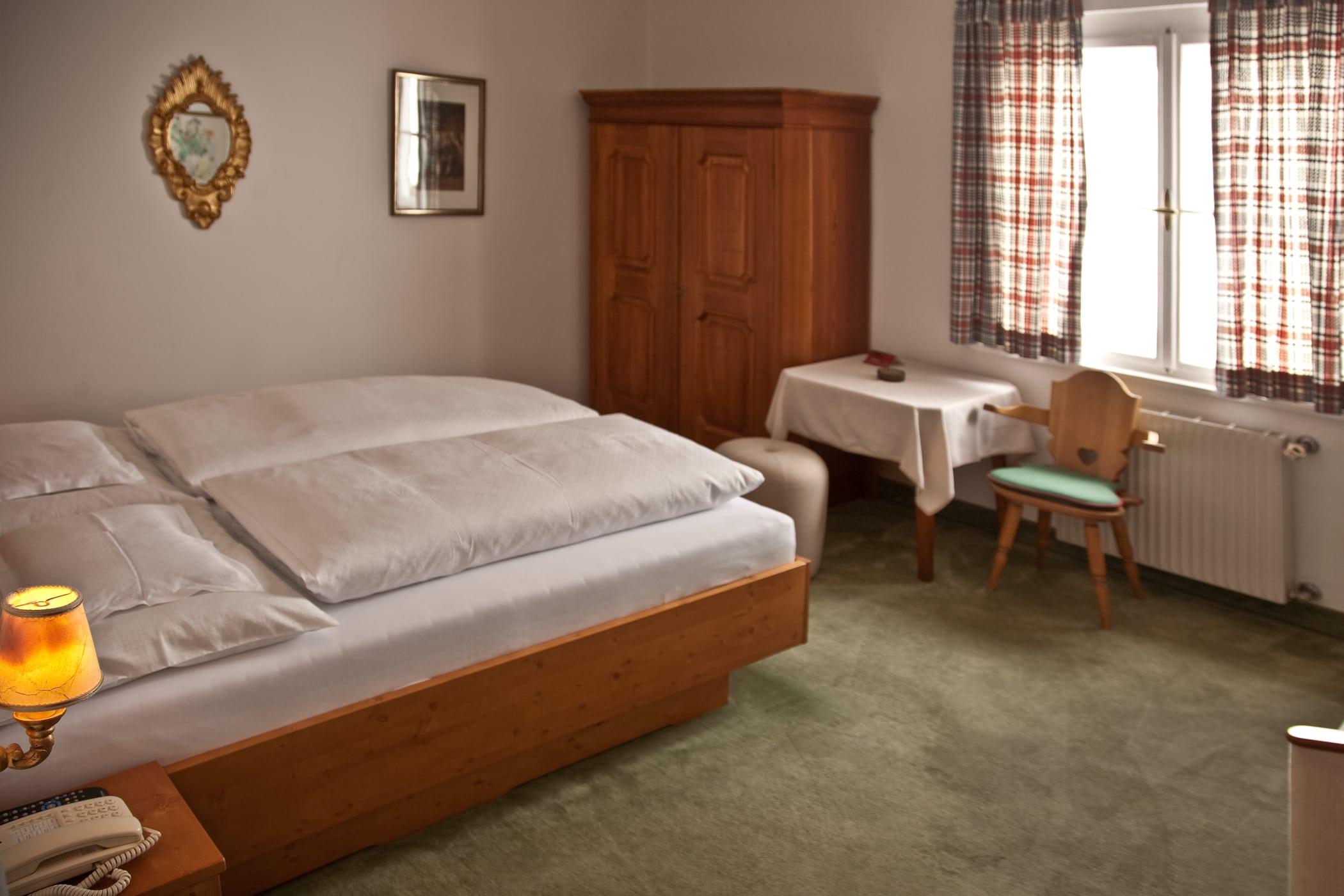 retro-1-details-schlafen-und-apres-ski-und-wohnen-hotel-flexen-zuers-am-arlberg