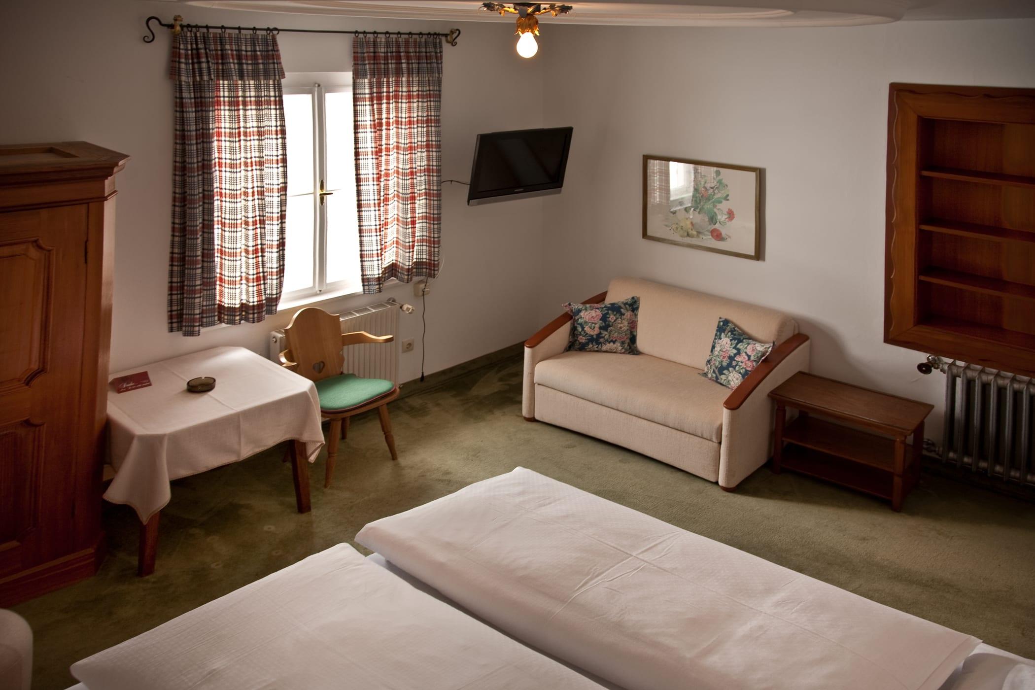 uebersicht-schlafen-und-apres-ski-und-wohnen-hotel-flexen-zuers-am-arlberg