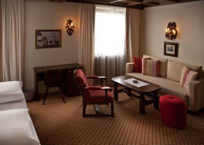 zimmer-wohnbereich-das-flexen-1-hotel-flexen-zuers-am-arlberg